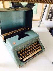 adorable antique typewriter