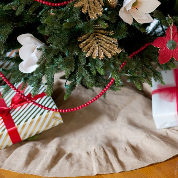 Burlap Christmas Tree Skirt Hangin By Threadz
