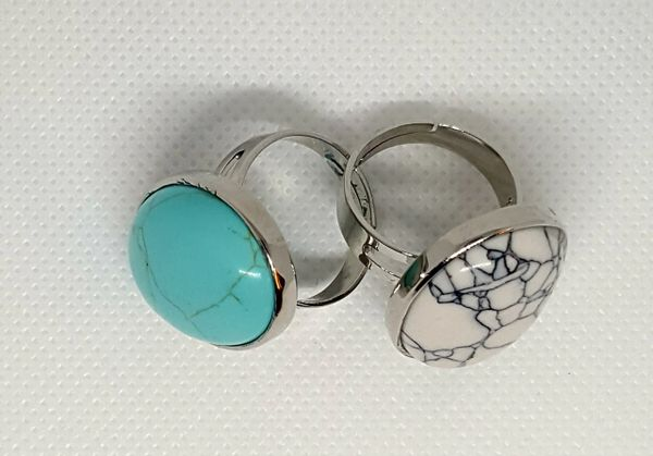 Gemstone adjustable ring