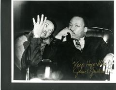 JESSE JACKSON SIGNED 10 X8 B/W PHOTO OF HIM WITH MARTIN LUTHER KING