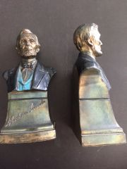 [ABRAHAM LINCOLN] PAIR OF EARLY 20TH CENTURY CAST METAL LINCOLN BUST SCUPTURE BOOK ENDS