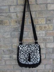 Trim Around Cross Body Handbag pattern