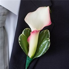MINI CALLA LILIES BOUTONNIERE - wed40