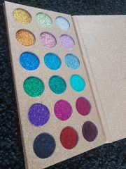 PRESSED GLITTER EYESHADOW 18 COLOURS