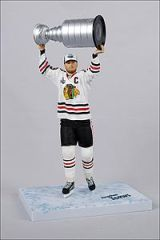 McFarlane NHL Series 28 Jonathan Toews Chicago Blackhawks with Cup