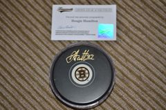 NHL Autographed Puck Dougie Hamilton Boston Bruins