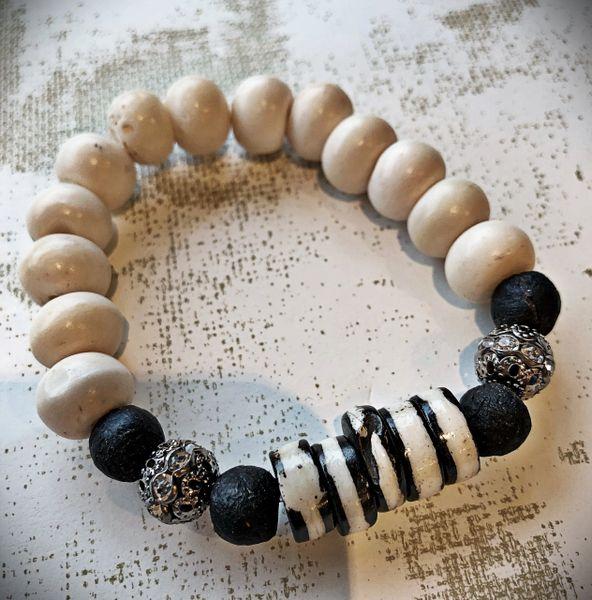 Bracelet 210