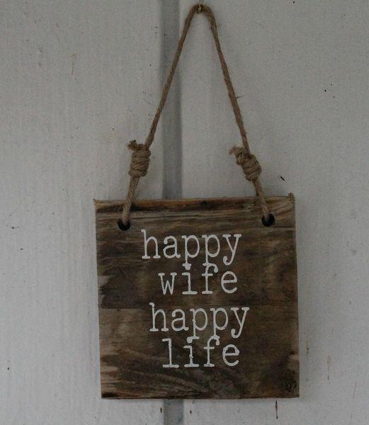 """Sign """"Happy Wife Happy Life"""""""